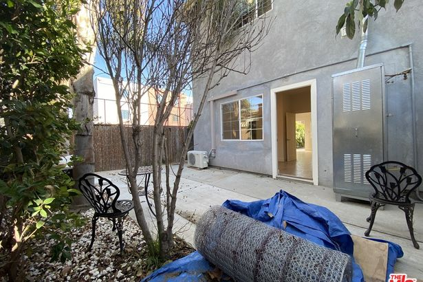 1587 W 35Th Place