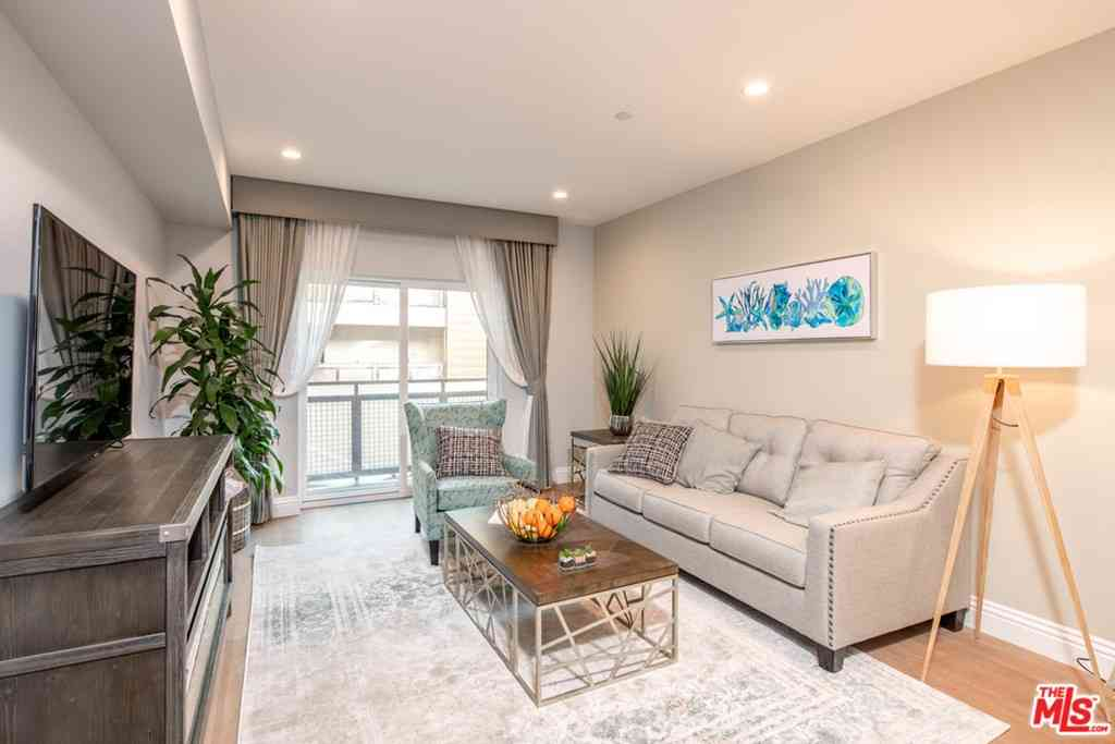 2939 Leeward #311, Los Angeles, CA, 90005,