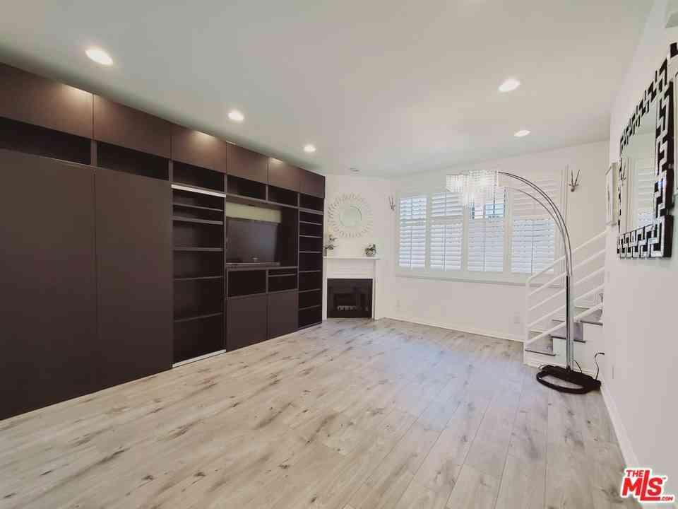 812 N Hudson Avenue #107, Los Angeles, CA, 90038,