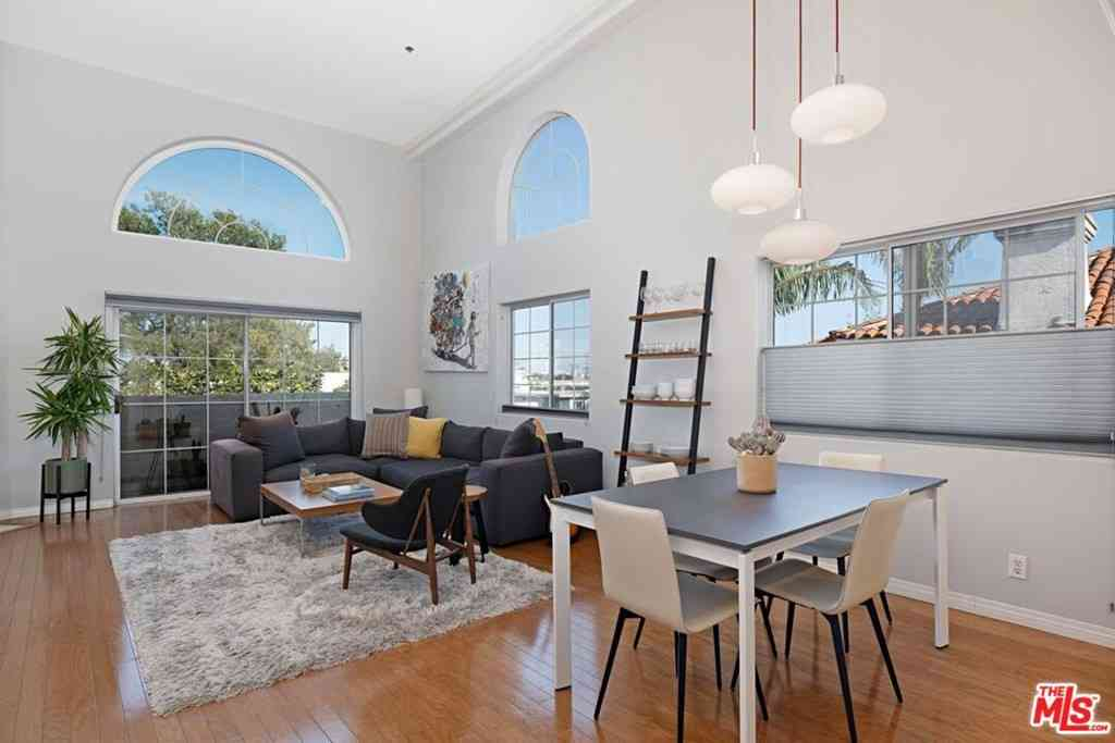 3743 S Canfield Avenue #301, Los Angeles, CA, 90034,