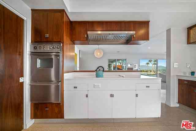 Kitchen, 4054 Mantova Drive, Los Angeles, CA, 90008,