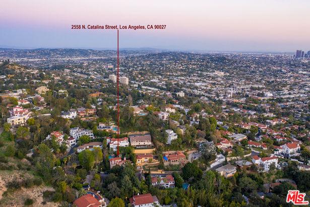 2558 N Catalina Street