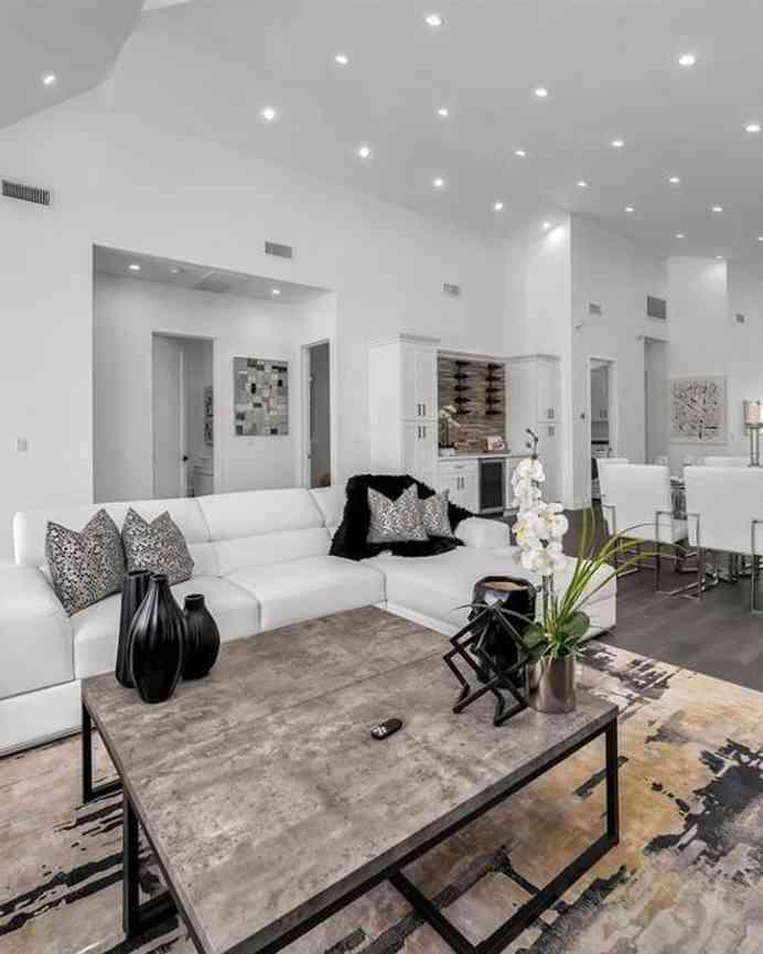 825 S Highland Avenue, Los Angeles, CA, 90036,