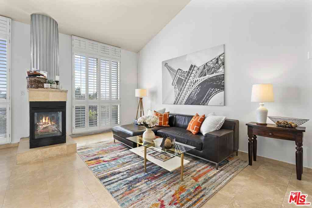 837 N West Knoll Drive #307, West Hollywood, CA, 90069,