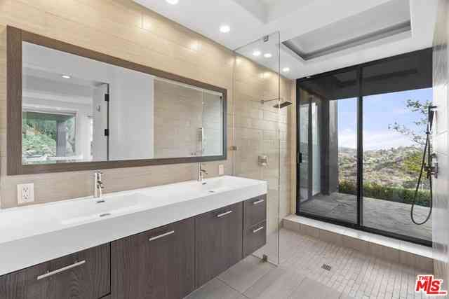 3500 Multiview Drive, Los Angeles, CA, 90068,
