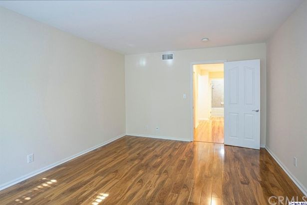 5009 Woodman Avenue #210
