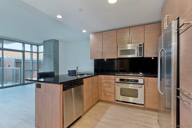 800 The Mark Ln #304 San Diego, CA, 92101
