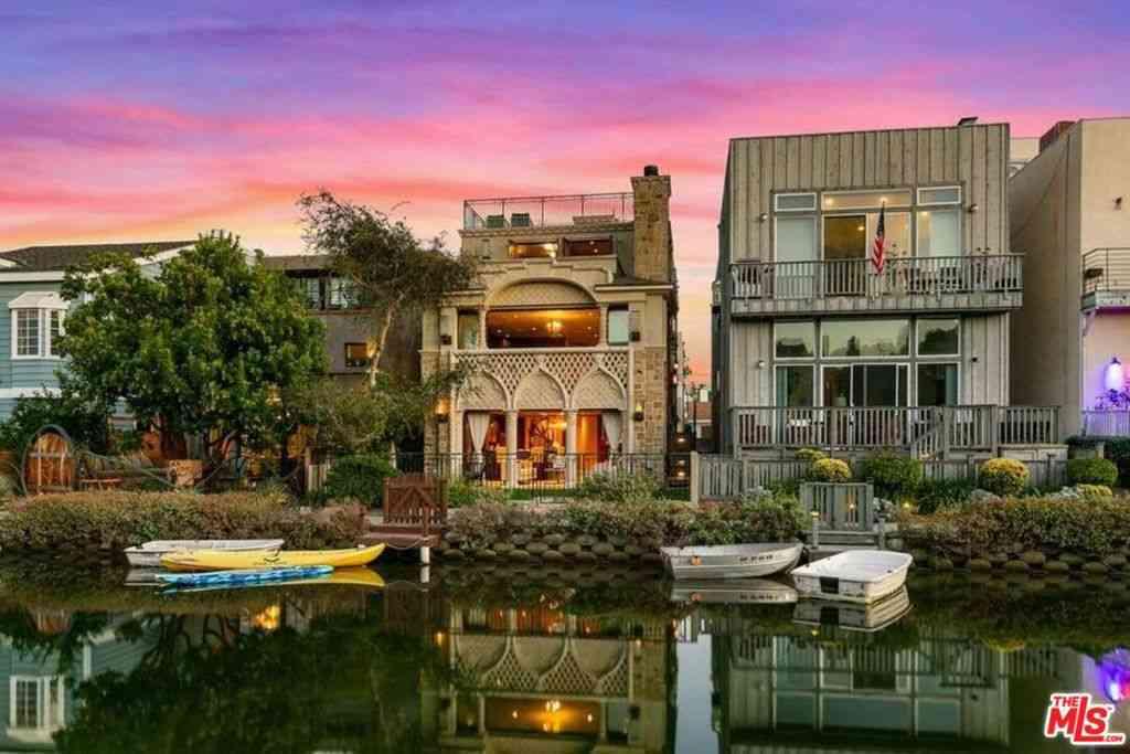 230 Linnie Canal, Venice, CA, 90291,