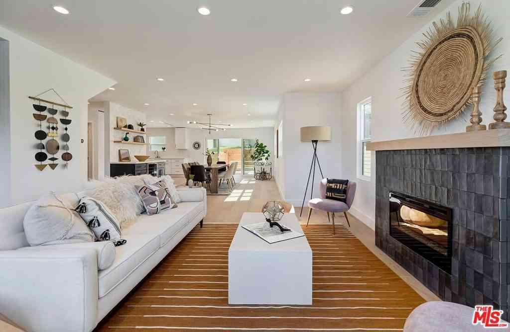 1562 S Curson Avenue, Los Angeles, CA, 90019,