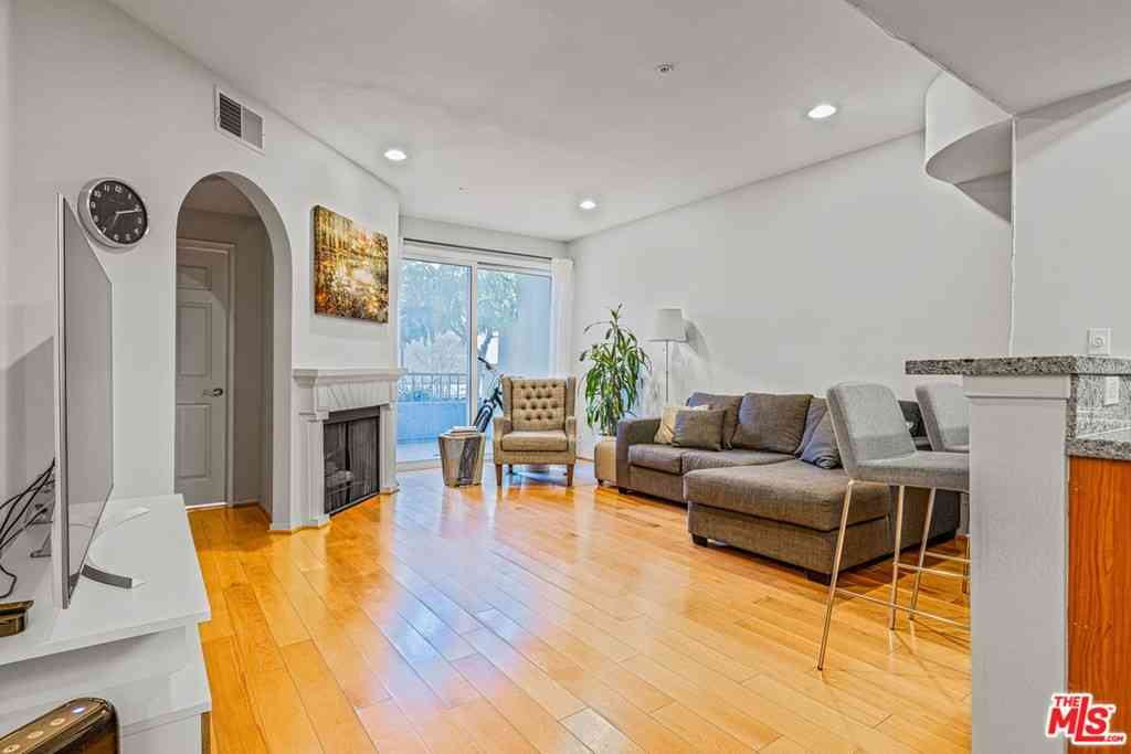 620 S Gramercy Place #133, Los Angeles, CA, 90005,