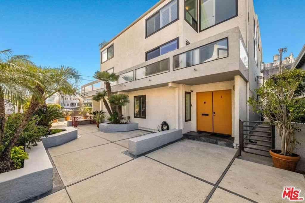 30 Quarterdeck Street #1, Marina Del Rey, CA, 90292,