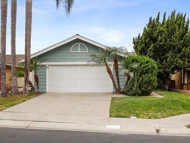2055 Cottage Way, Vista, CA, 92081,