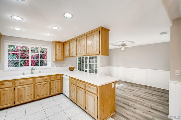 13773 Lakeview Ct