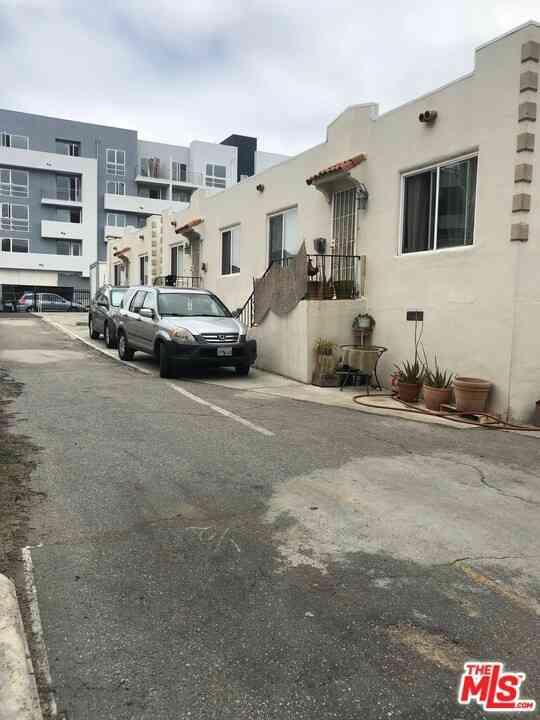 1028 S Serrano Avenue, Los Angeles, CA, 90006,