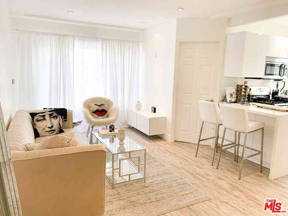 1318 N Crescent Heights Boulevard #210, West Hollywood, CA, 90046,