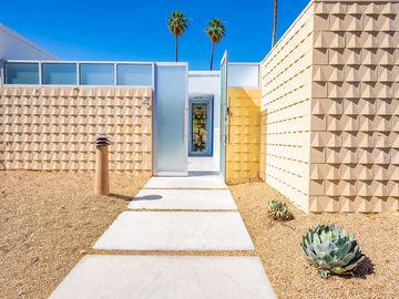 4 Desert Lakes Drive, Palm Springs, CA, 92264,
