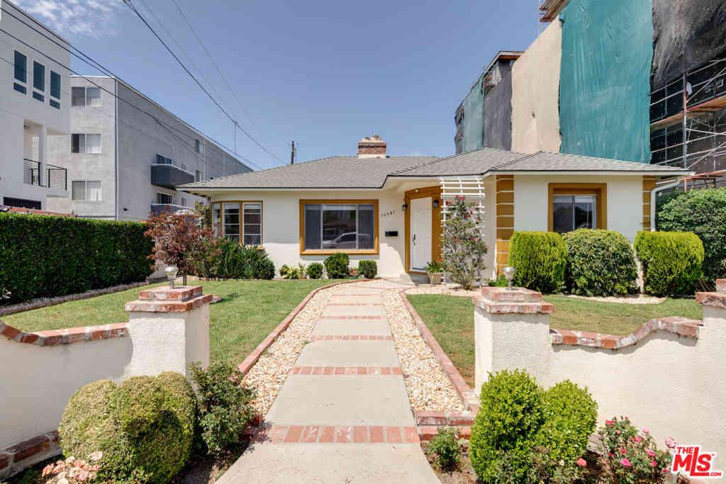 10541 Moorpark Street, Toluca Lake, CA, 91602,