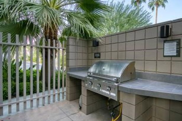900 E Palm Canyon Drive #204