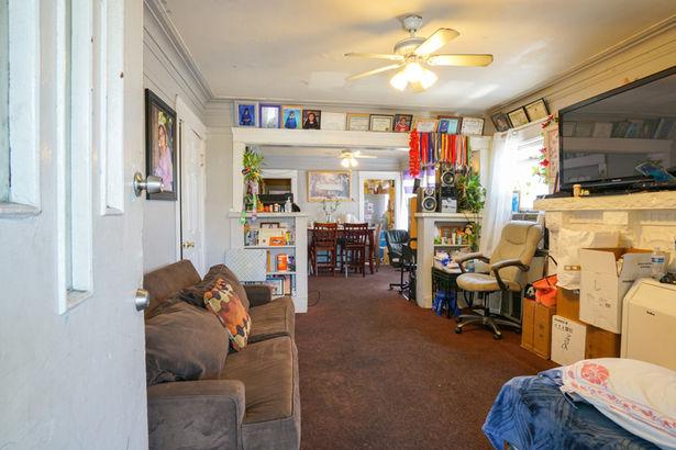 972 S HOOVER Street