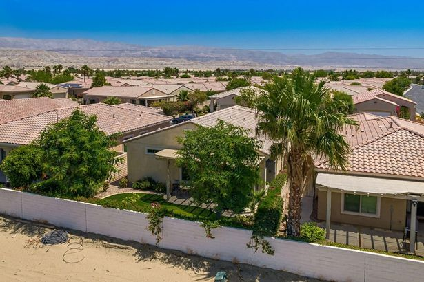41135 Calle Pampas