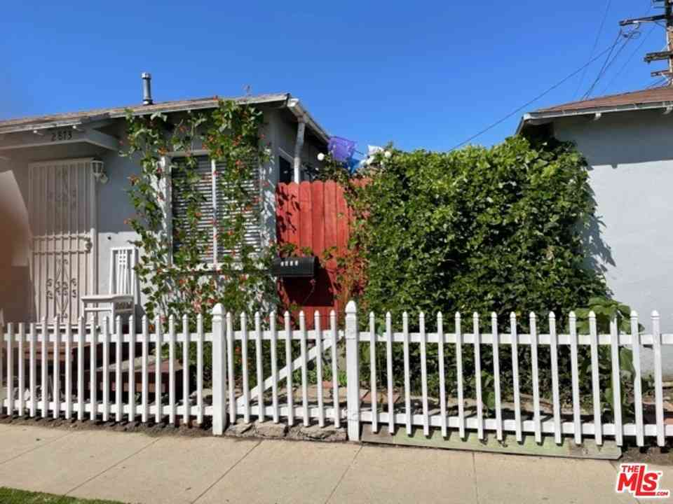 8733 Cattaraugus Avenue, Los Angeles, CA, 90034,
