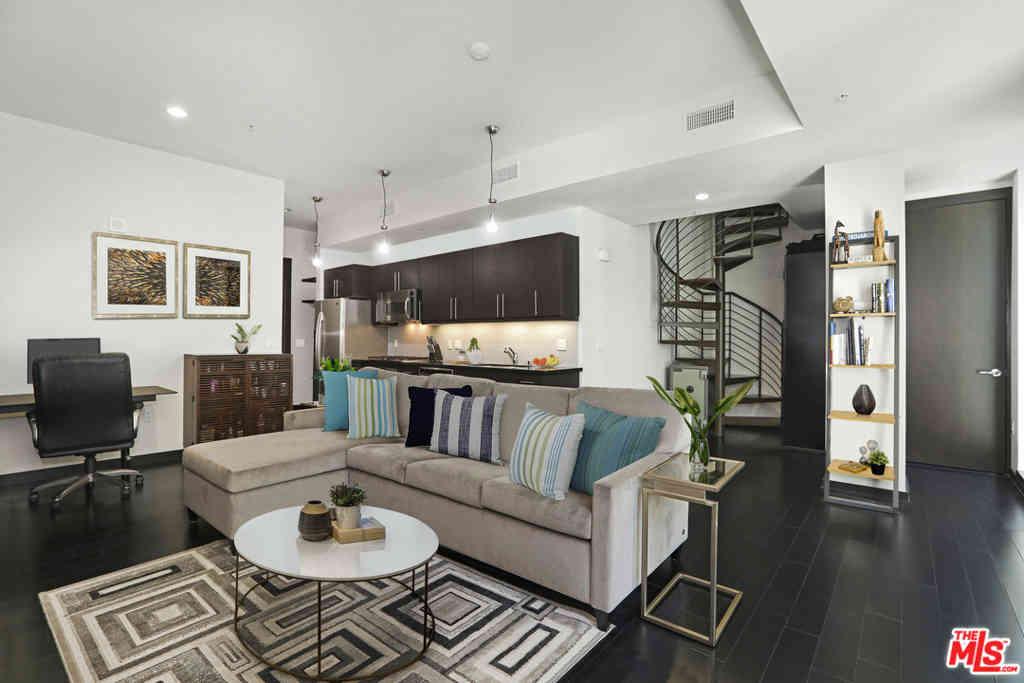 655 S Hope Street #808, Los Angeles, CA, 90017,