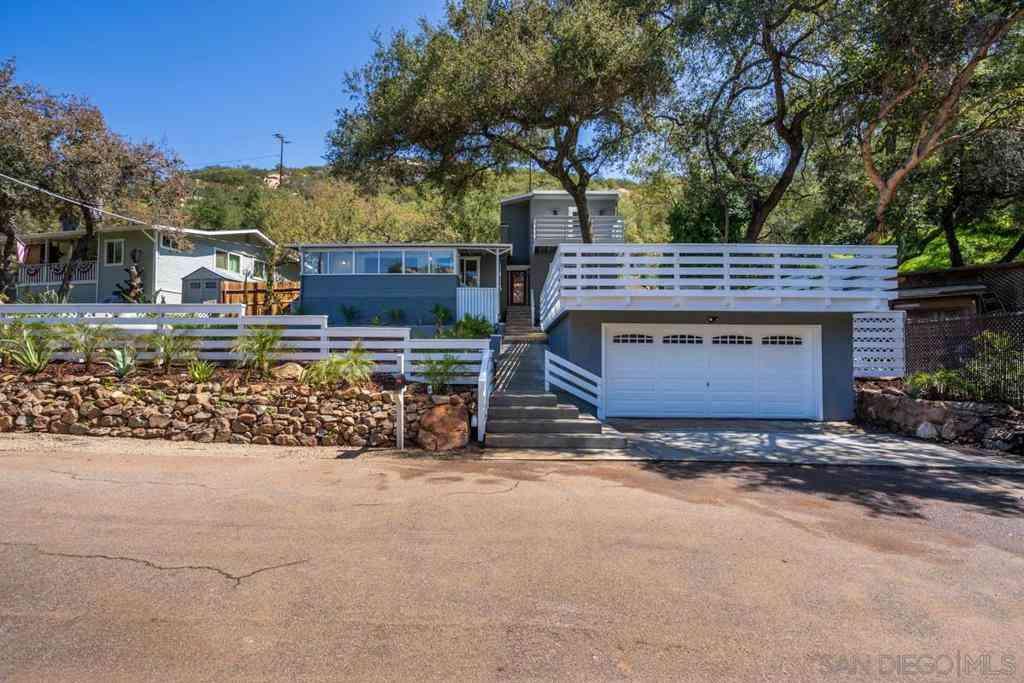 15595 Oakvale Rd., Escondido, CA, 92027,