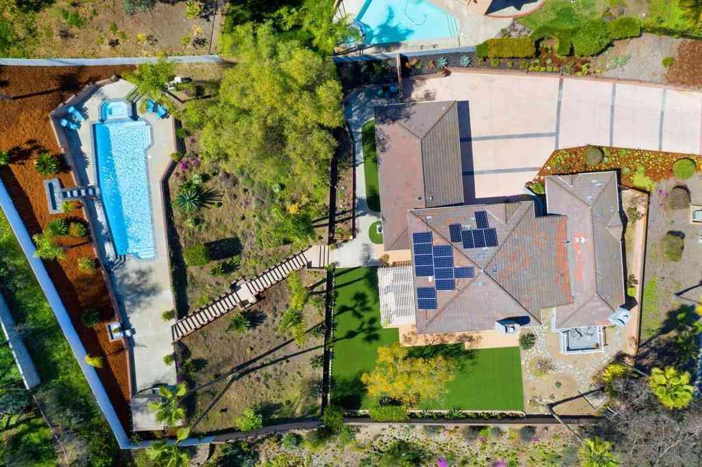 411 Dos Cabazos, Escondido, CA, 92029,