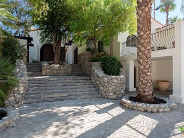 294 W Crestview Drive, Palm Springs, CA, 92264,