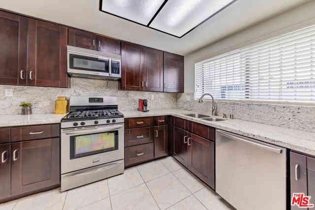 443 S Gramercy Place #C, Los Angeles, CA, 90020,