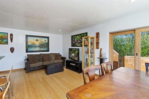 4762 Santa Cruz Avenue