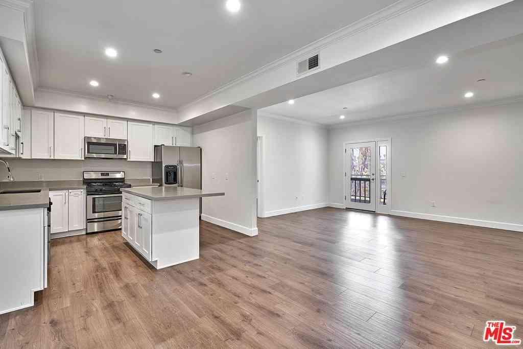 1025 Dewey Avenue #402, Los Angeles, CA, 90006,
