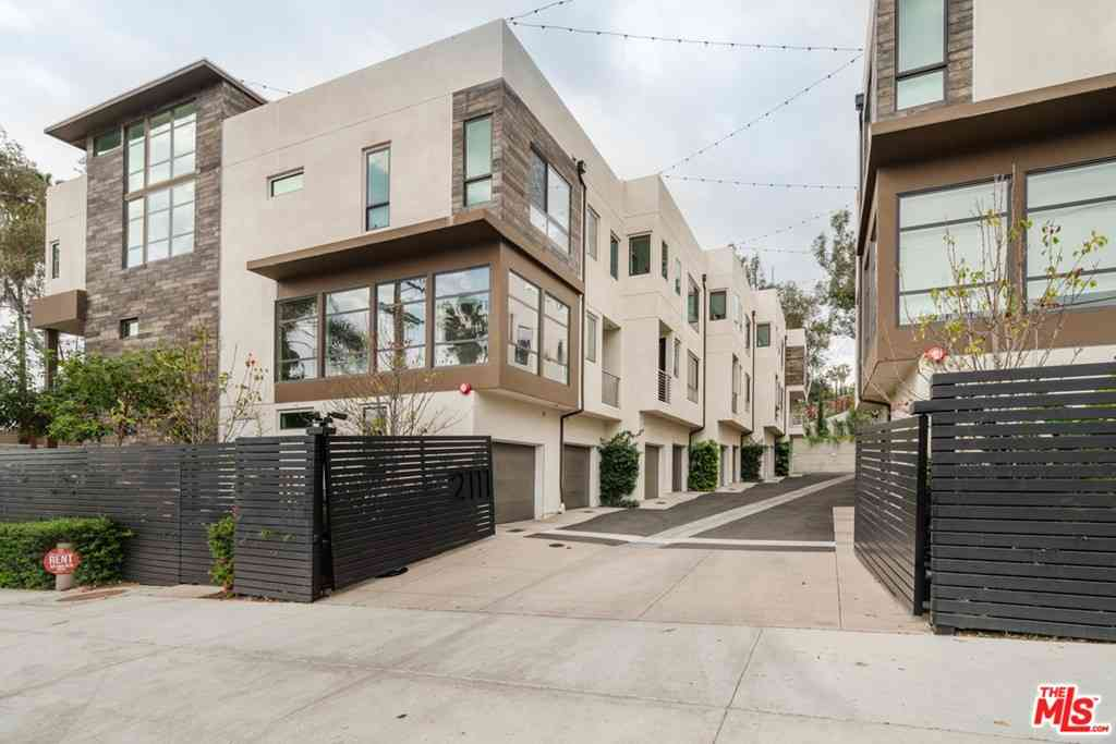 2111 N Cahuenga Boulevard #15, Los Angeles, CA, 90068,