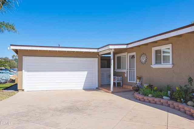 834 Rialto St., Oxnard, CA, 93035,