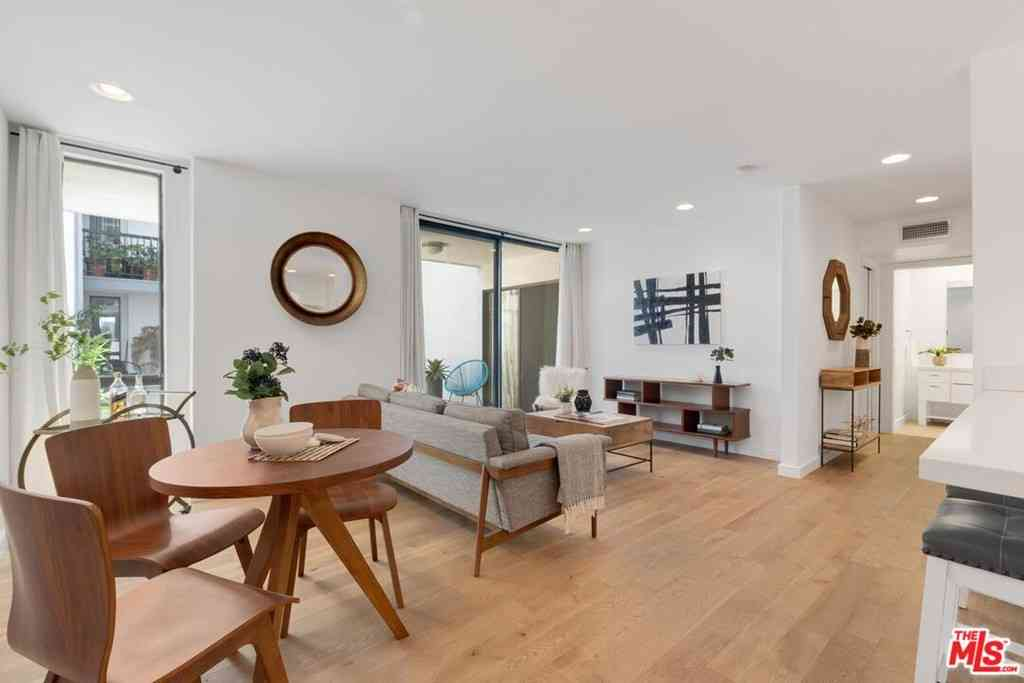 906 N Doheny Drive #304, West Hollywood, CA, 90069,