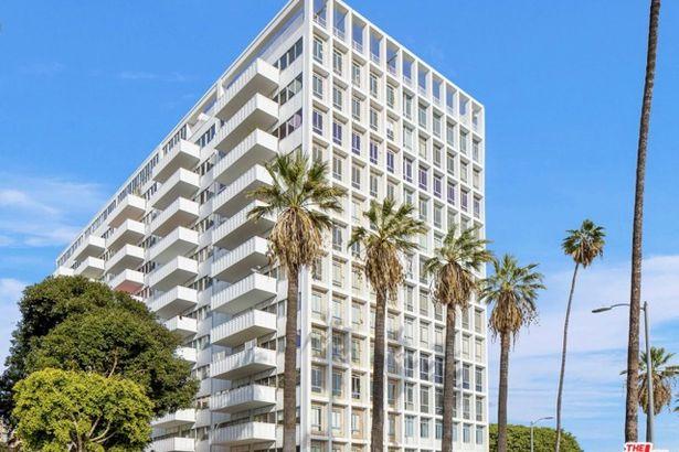 7135 Hollywood Boulevard #906