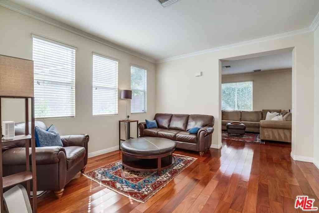 5616 Etiwanda Avenue #12, Tarzana, CA, 91356,