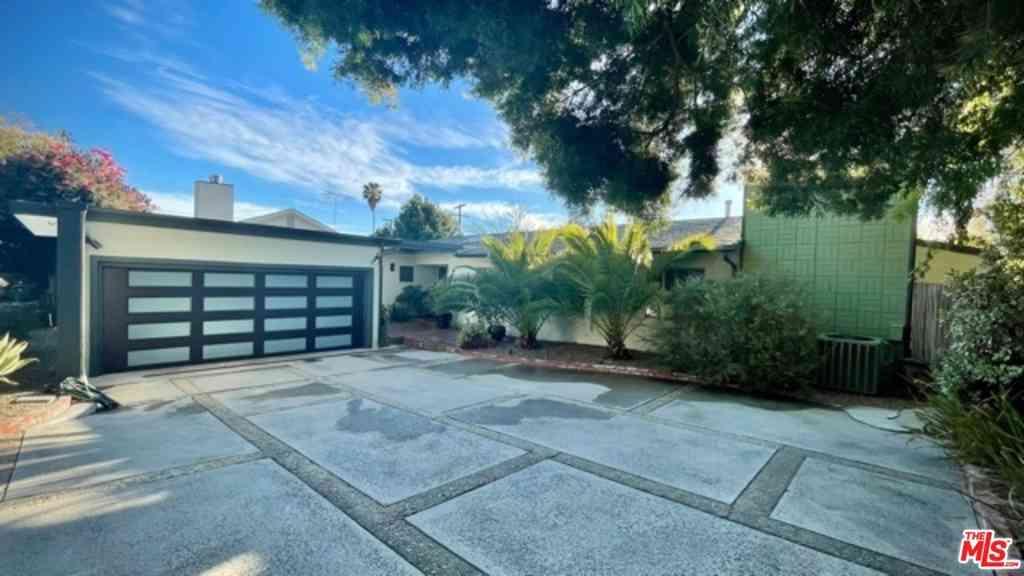 4927 Bellaire Avenue, Valley Village, CA, 91607,