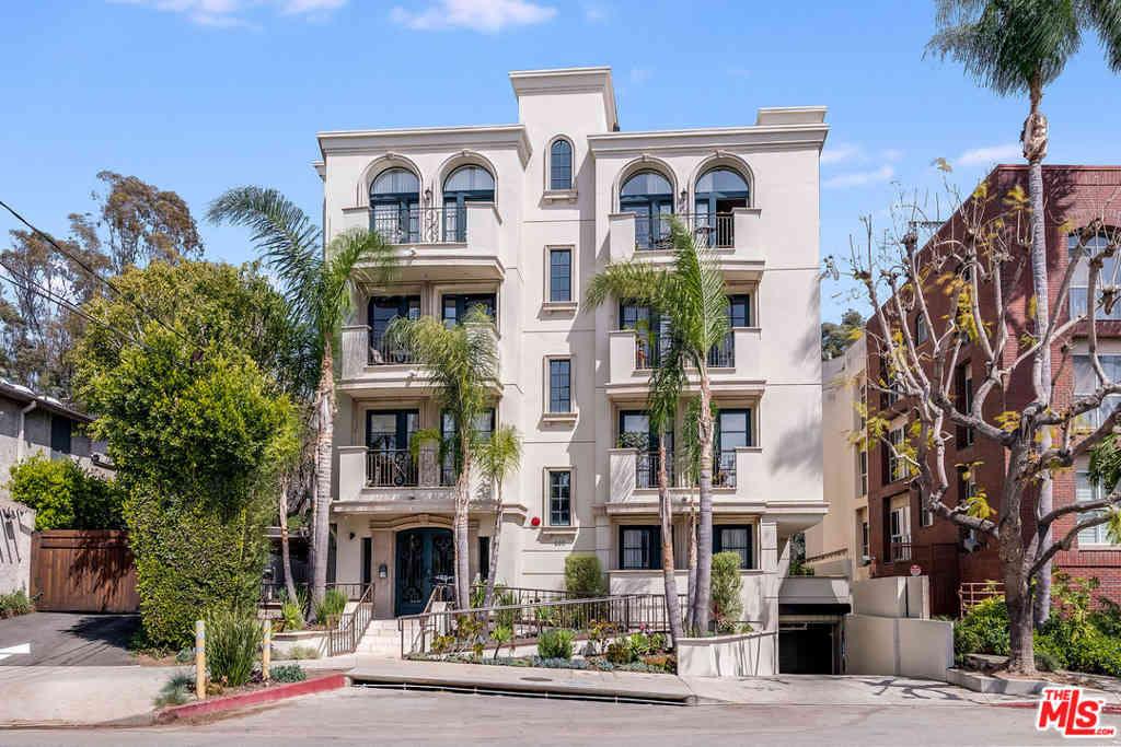 400 S Barrington Avenue #202, Los Angeles, CA, 90049,