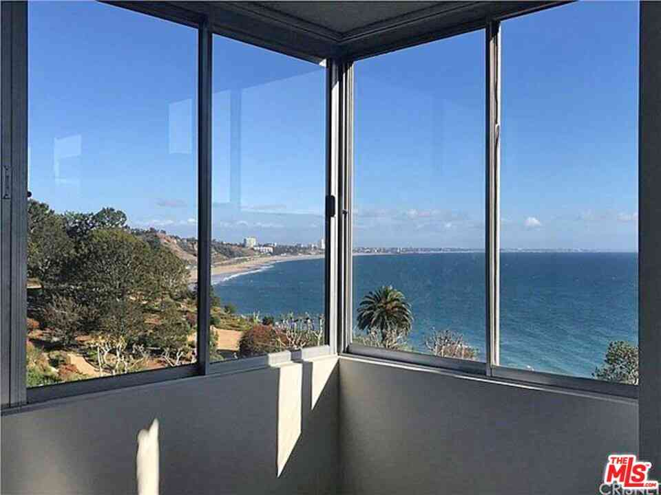 17352 W Sunset Boulevard #702, Pacific Palisades, CA, 90272,
