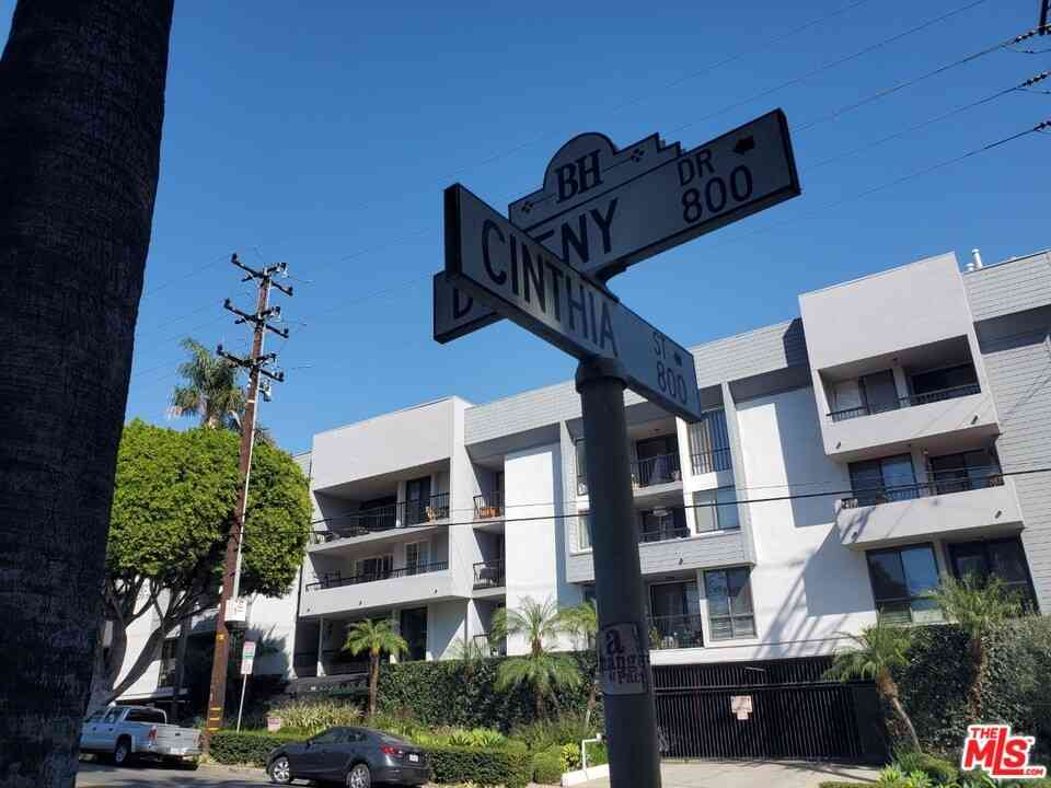 906 N Doheny Drive #318, West Hollywood, CA, 90069,