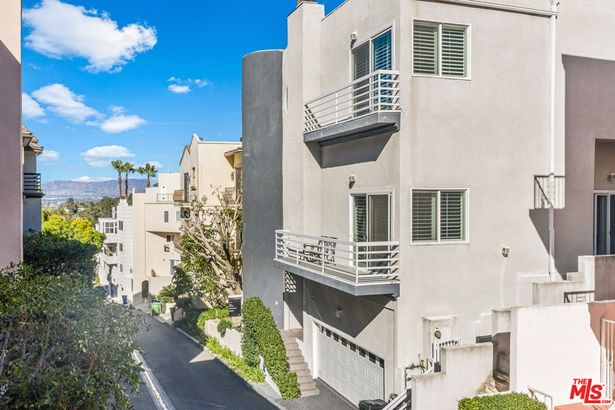 3516 Dixie Canyon Place