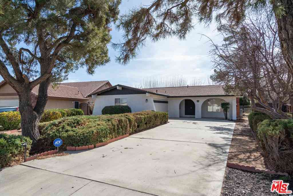18425 Mountain Meadows Drive, Victorville, CA, 92395,