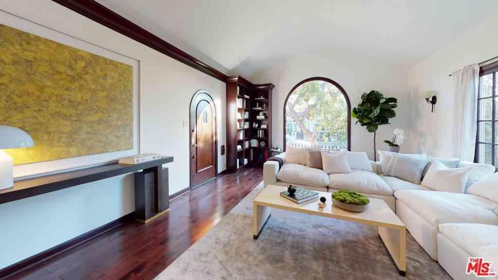 6627 Lindenhurst Avenue, Los Angeles, CA, 90048,