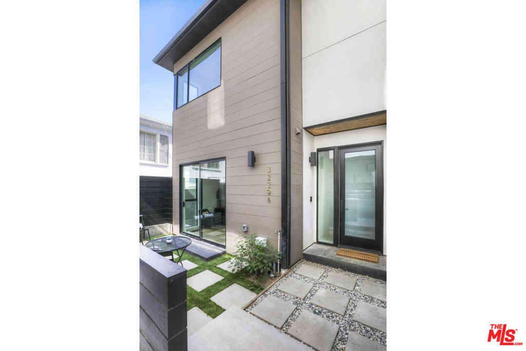 3229 Rowena Avenue, Los Angeles, CA, 90027,