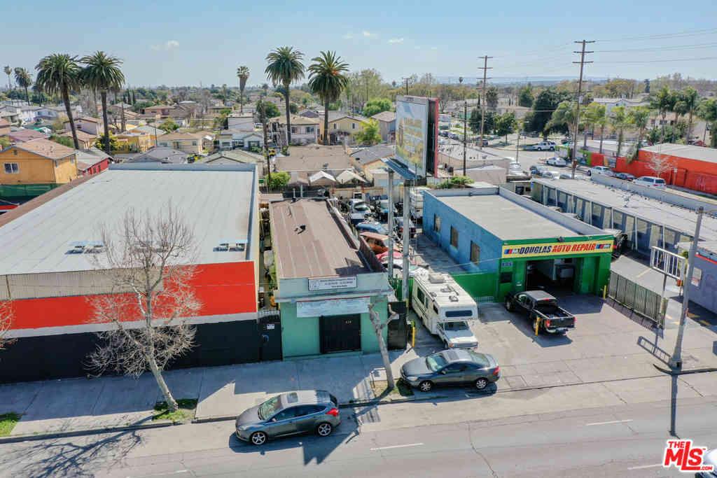 810 E Manchester Avenue, Los Angeles, CA, 90001,
