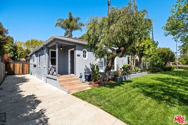 745 N Poinsettia Place Los Angeles, CA, 90046