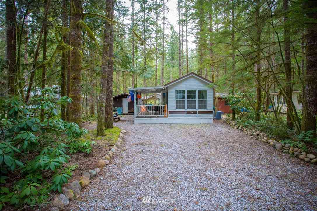 67 Christmas Tree Circle, Deming, WA, 98244,