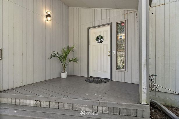 4841 E Forest Glen Drive SE