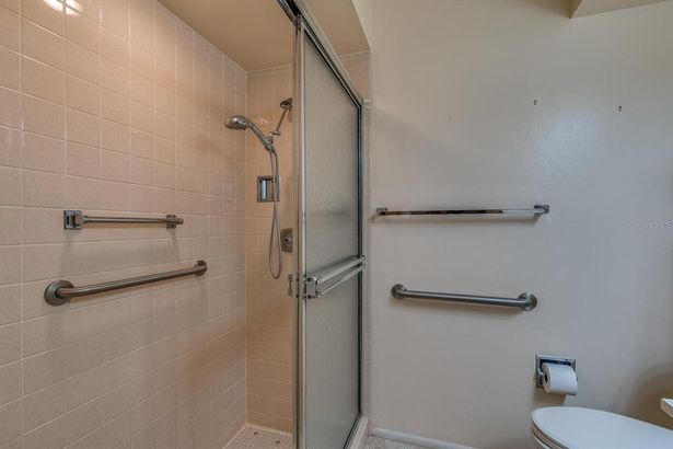 11400 CARRIAGE HILL DRIVE #2